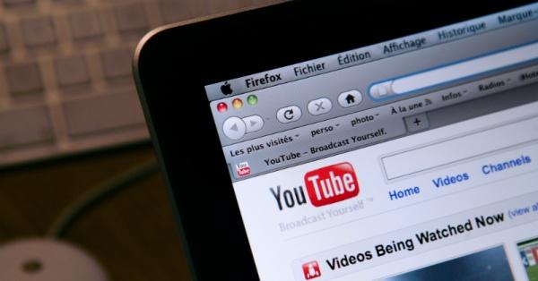 Tải video cần chia sẻ lên Youtube
